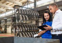 Wynająć pracowników czy zlecić realizację usług, czyli agencja pracy tymczasowej a outsourcing